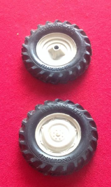 ORIGINAL BRITAINS FORD 6600 Tractor set of Two rear plastic hubs and tyres